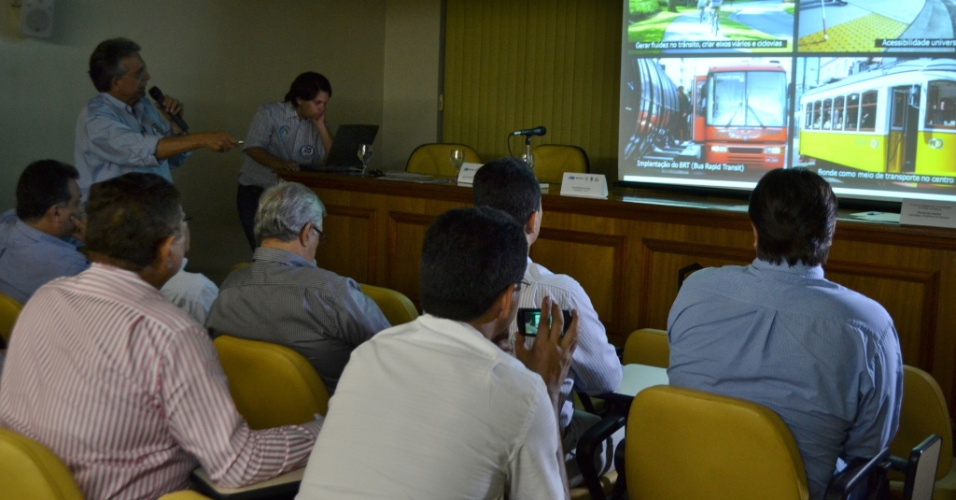 14.ago.2012 - Paudereney Avelino, candidato do DEM à Prefeitura de Manaus, apresentou nesta terça-feira seu plano de governo no Centro das Indústrias do Estado do Amazonas