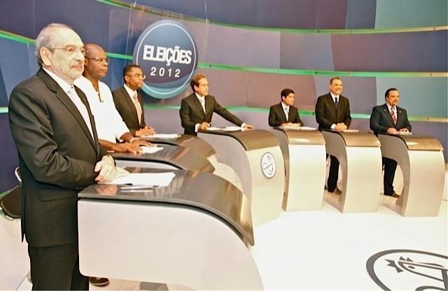 14.ago.2012 - Os candidatos à Prefeitura de Salvador partiparam de debate na noite desta terça-feira, promovido pela TV Aratu