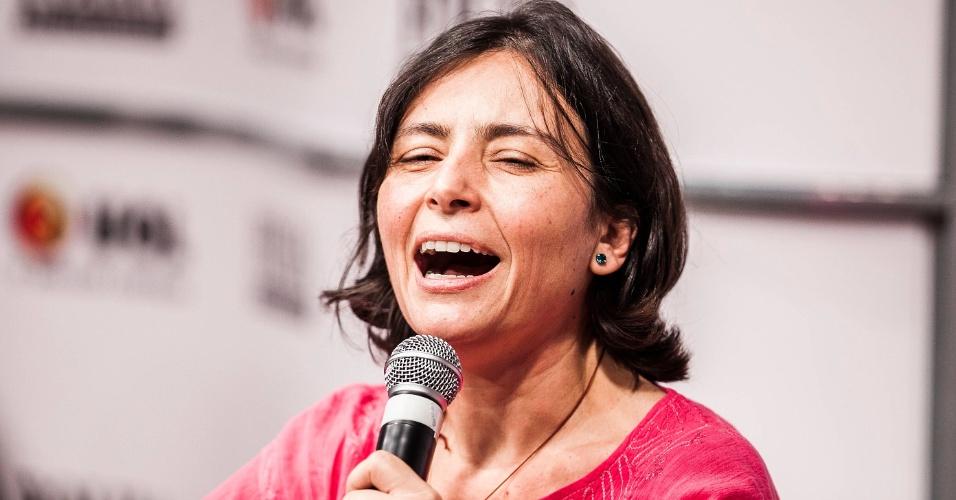 """15.ago.2012 - Soninha defende que a maconha seja vendida """"como cerveja"""", para livrar a venda do """"monopólio dos bandidos"""""""