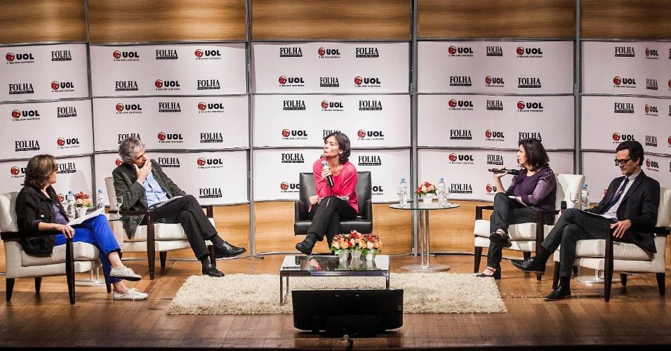"""15.ago.2012 - Soninha Francine (ao centro) é sabatinada por Denise Chiarato, editora de """"Cotidiano"""", Mario Cesar Carvalho, repórter especial do jornal, Barbara Gancia, colunista da Folha, e Maurício Stycer, repórter especial do UOL"""
