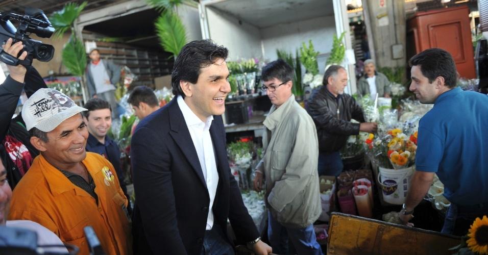 17.ago.2012 - Gabriel Chalita, candidato do PMDB à Prefeitura de São Paulo, visitou o Ceagesp, na zona oeste da capital, na manhã desta sexta-feira