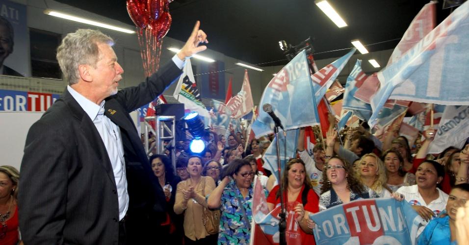 17.ago.2012 -  José Fortunati, candidato do PDT à reeleição em Porto Alegre,  participou da inauguração do comitê suprapartidário feminino, nesta sexta