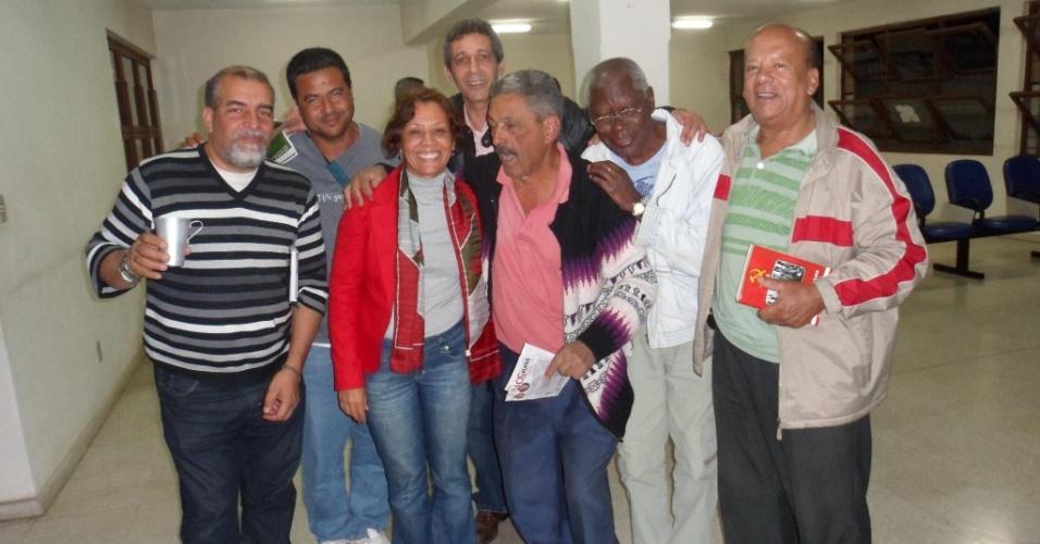 17.ago.2012 - Maria da Consolação, candidata do PSOL à Prefeitura de Belo Horizonte, se reuniu nesta sexta-feira com ativistas do movimento ecológico de Minas Gerais