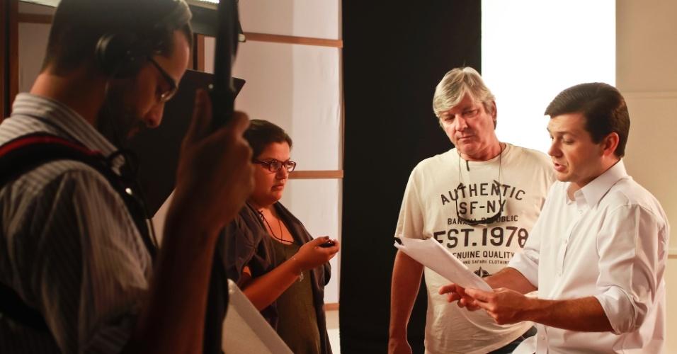 18.ago.2012 - O candidato do PSB à Prefeitura do Recife, Geraldo Julio, participa de gravação de programa para o horário eleitoral gratuito, que começa na próxima terça (21)