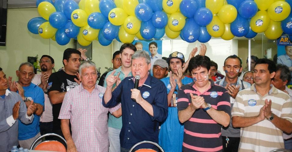19.ago.2012 - O candidato do PSDB à Prefeitura de Manaus, Artur Virgílio Neto, participou de uma reunião no sábado (18) com o Movimento Juventude, organizado por jovens que buscam melhorias para a cidade de Manaus