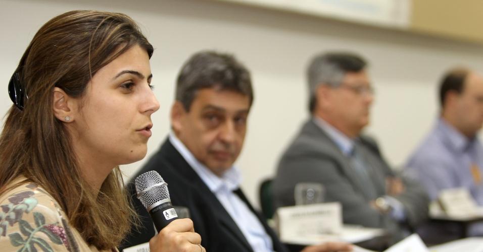 20.ago.2012 - A candidata do PC do B à Prefeitura de Porto Alegre, Manuela D'Ávila, participou nesta segunda-feira de debate promovido pelo Fórum Gaúcho de Educação Infantil