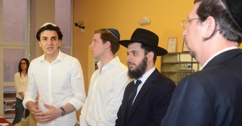 20.ago.2012 - O candidato do PMDB à Prefeitura de São Paulo, Gabriel Chalita, visitou à Instituição Judaica Ten Yad, no bairro do Bom Retiro, região central da capital, nesta segunda
