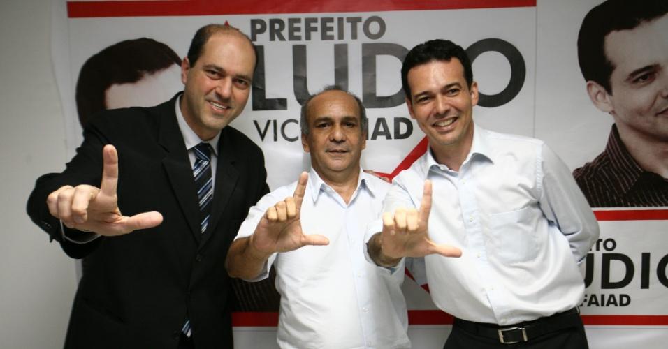 20.ago.2012 - O candidato do PT à Prefeitura de Cuiabá, Lúdio Cabral (à dir.), se reuniu com a diretoria do Sindicato de Taxistas de Cuiabá nesta segunda-feira