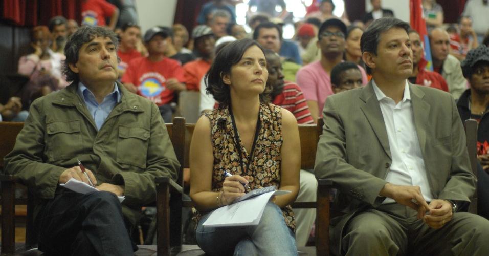 20.ago.2012 - Os candidatos à Prefeitura de São Paulo, Carlos Gianazzi (PSOL), Soninha Francine (PPS) e Fernando Haddad (PT) participaram de um debate sobre políticas públicas para os moradores de rua, na Faculdade de Direito da USP (Universidade de São Paulo), no centro da cidade