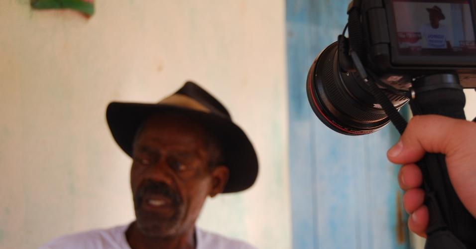 """Mestre Jorginho é um dos """"guardiões"""" do jongo nas comunidades quilombolas. Morador da Cacimbinha, ele lamenta a falta de investimentos na dança afrodescendente realizada por seu antepassados com tambores. """"A gente não brinca mais o jongo"""", disse"""