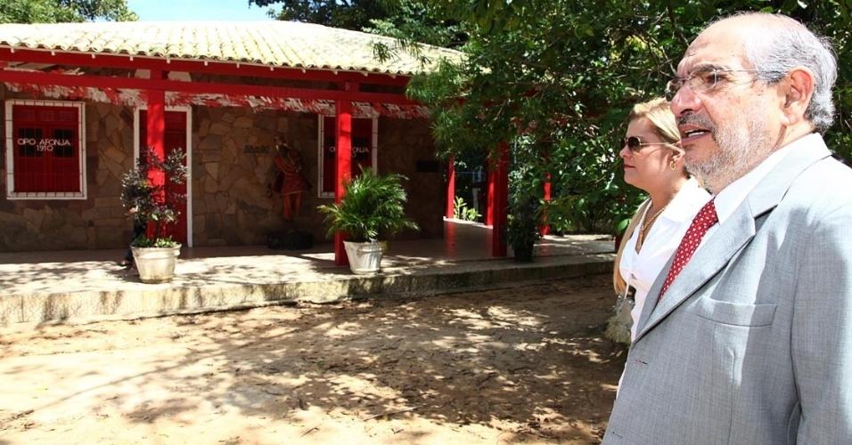 """21.ago.2012 - Mário Kertész, candidato do PMDB à Prefeitura de Salvador, visitou o terreiro Ilê Axé Opó Afonjá, da mãe Stella de Oxóssi. Os dois trabalharam juntos quando ele foi prefeito da cidade no projeto """"Terreiros"""""""
