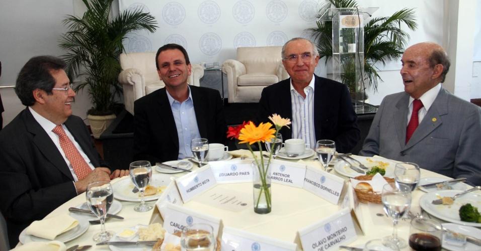 21.ago.2012 - O candidato à reeleição para prefeito do Rio de Janeiro, Eduardo Paes (PMDB), participou de um almoço com representantes da Associação Comercial do Rio de Janeiro (ACRJ)