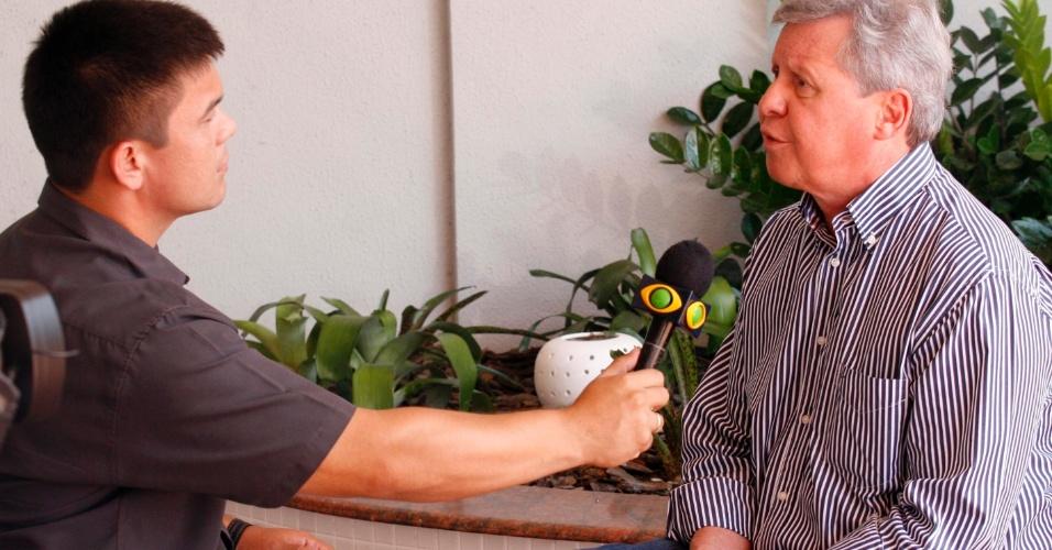 22.ago.2012 - O candidato do PSDB à Prefeitura de Manaus, Arthur Virgílio, concede entrevista à TV Bandeirantes um dia antes do segundo debate da emissora entre os candidatos a prefeito