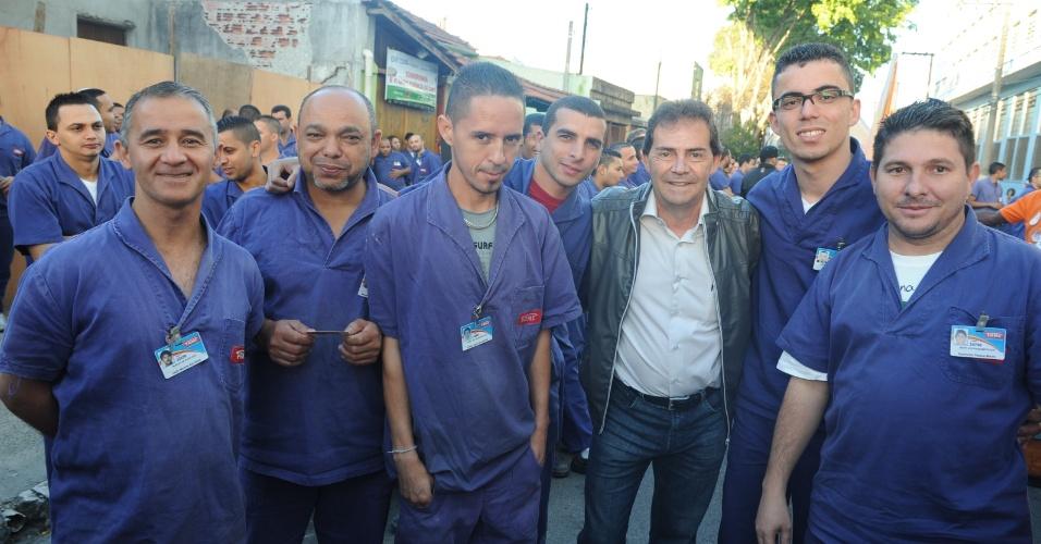 22.ago.2012 - Paulinho da Força, candidato do PDT à Prefeitura de São Paulo, visitou uma empresa metalúrgica no bairro da Mooca, zona leste da capital