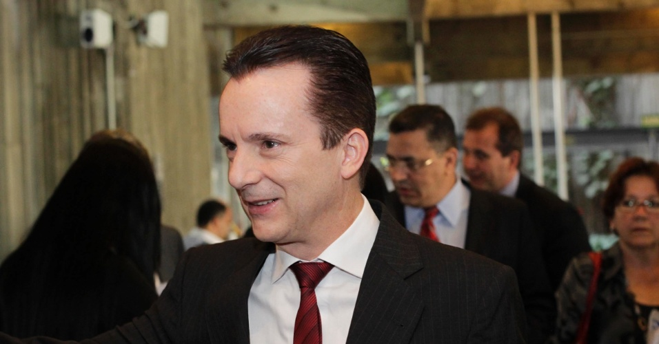 22.ago.2012 - Celso Russomanno, candidato do PRB à Prefeitura de São Paulo e um dos líderes nas pesquisas de intenção de votos, chega ao teatro Cultura Artística, na capital paulista, para participar da sabatina Folha/UOL