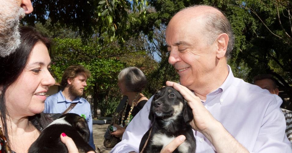 23.ago.2012 - José Serra, candidato do PSDB à Prefeitura de São Paulo, visitou nesta quinta-feira a sede da União Internacional Protetora dos Animais, no bairro do Bom Retiro, região central da capital paulista