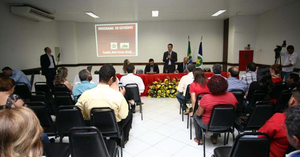 23.ago.2012 - O candidato do PT à Prefeitura de Cuiabá, Lúdio Cabral, promoveu um seminário sobre segurança pública nesta quinta-feira (23) e prometeu investimento de cerca de R$ 25 milhões na área