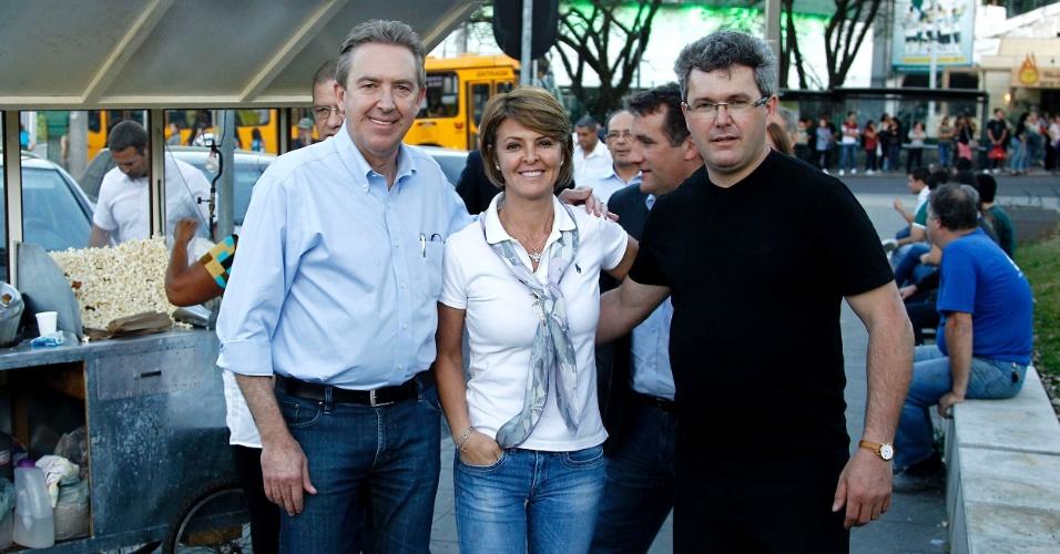 23.ago.2012 - O prefeito de Curitiba e candidato à reeleição pelo PSB, Luciano Ducci, fez campanha no Santuário Nossa Senhora do Perpétuo Socorro, no centro da capital paranaense
