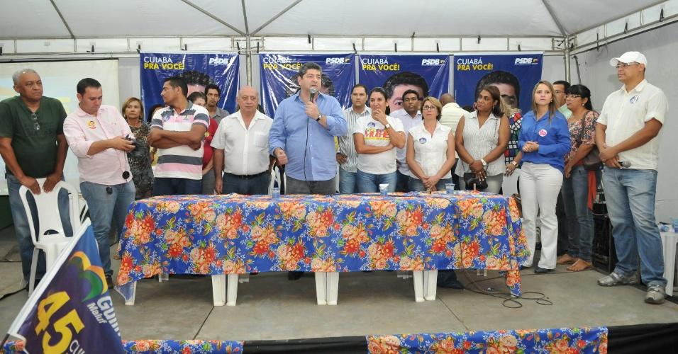 23.ago.2012 - O candidato do PSDB à Prefeitura de Cuiabá, Guilherme Maluf, discursa durante encontro com mais de cem profissionais da educação na capital mato-grossense
