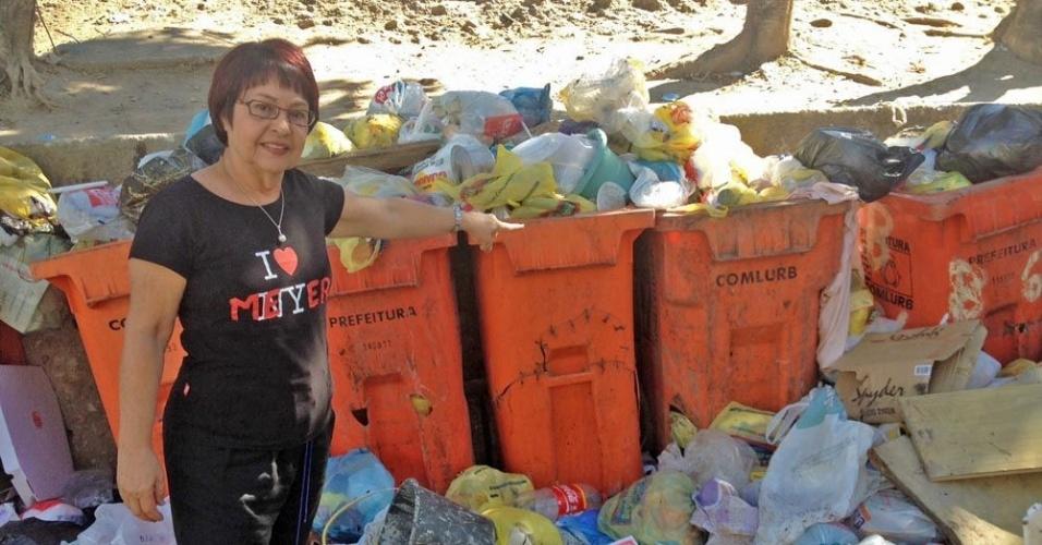 24.ago.2012 - A candidata do PV à Prefeitura do Rio de Janeiro, Aspásia Camargo, disse que vai priorizar a redução dos resíduos sólidos e o incentivo à coleta seletiva durante caminhada pela Comunidade do Trajano, na região do Grande Méier, na zona norte da capital fluminense