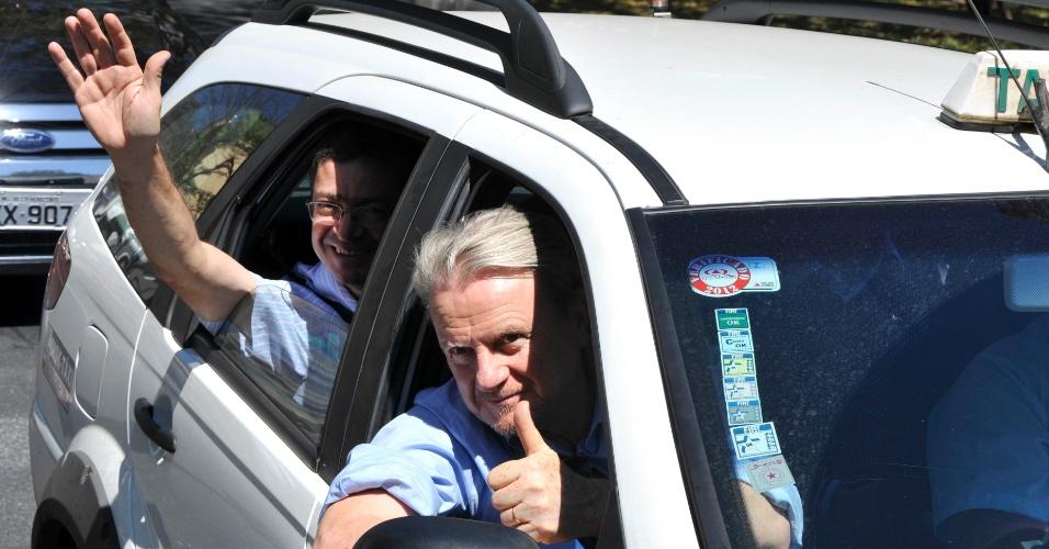 24.ago.2012 - Marcio Lacerda, candidato à reeleição pelo PSB em Belo Horizonte, participou de carreata com taxistas pela avenida Afonso Pena, região central da capital mineira