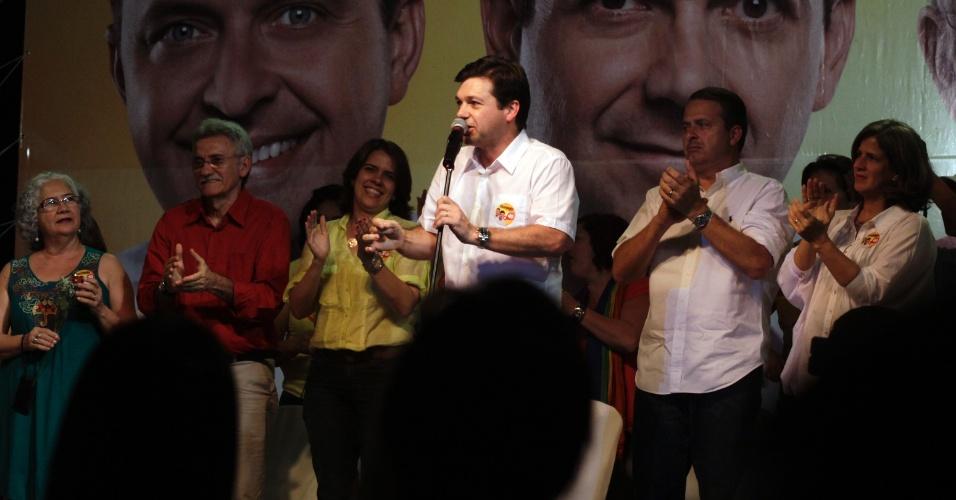 24.ago.2012 - O candidato do PSB à Prefeitura do Recife, Geraldo Júlio (PSB), lançou, nesta sexta, um plano de governo para as mulheres