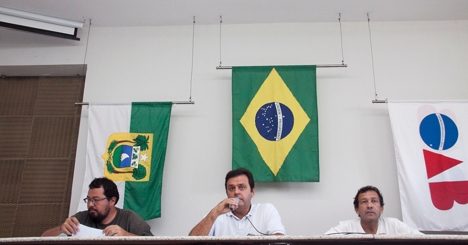25.ago.2012 - O candidato do PDT à Prefeitura de Natal, Carlos Eduardo, apresentou propostas em debate promovido pela Sociedade dos Amigos do Beco da Lama e Adjacências, na sede da OAB (Ordem dos Advogados do Brasil) na cidade