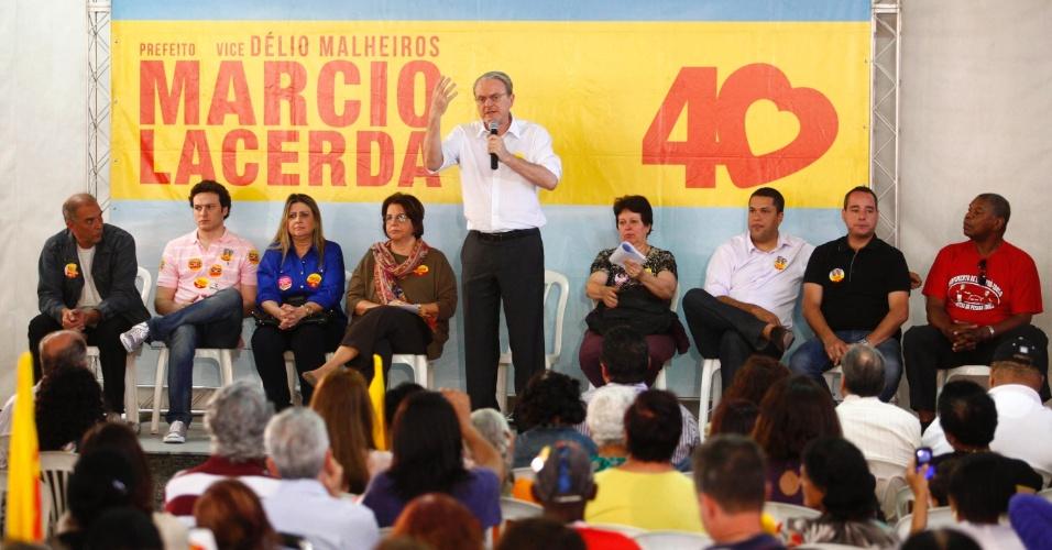 25.ago.2012 - O prefeito de Belo Horizonte e candidato à reeleição, Marcio Lacerda (PSB), participou na manhã deste sábado do Encontro com a 3ª Idade na Regional Oeste, no bairro Calafate