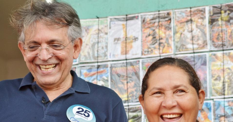 26.ago.2012 - O candidato do DEM à Prefeitura de Manaus, Pauderney Avelino, visitou a Feira da Compensa, conversou com eleitores e afirmou ter ouvido reclamações de estrutura e transporte na região
