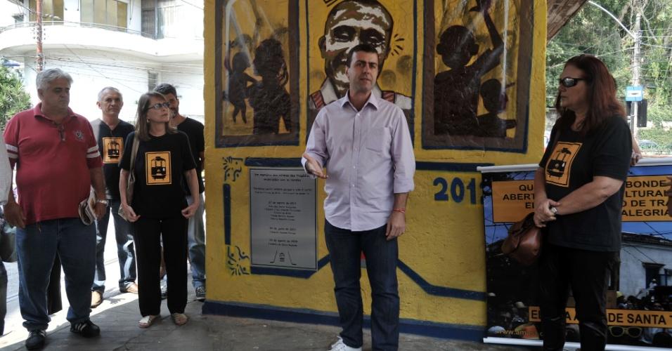 27.ago.2012 - Marcelo Freixo, candidato do PSOL à Prefeitura do Rio de Janeiro, participou nesta segunda-feira de ato em memória às vítimas de acidentes com o bondinho de Santa Teresa. A tragédia, ocorrida no ano passado, causou a morte de seis pessoas e deixou outras 48 feridas