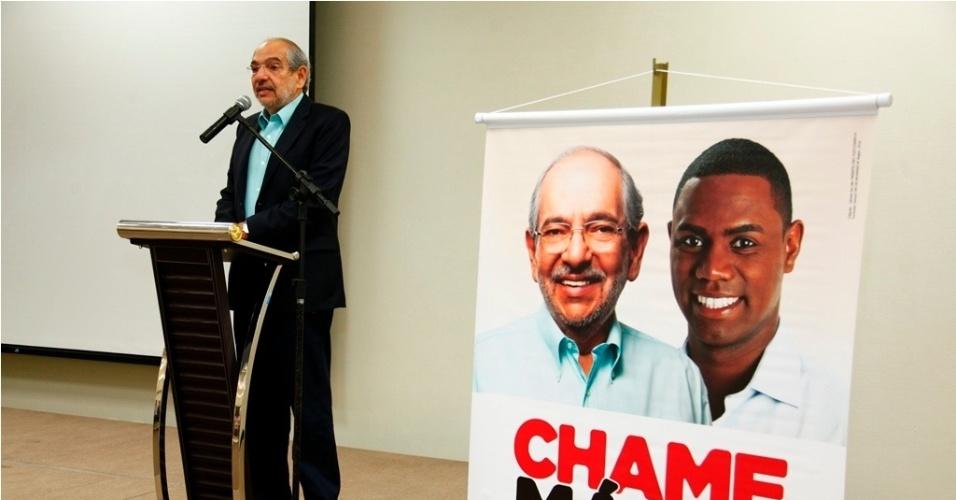 27.ago.2012 - O candidato do PMDB à Prefeitura de Salvador, Mario Kertész, discursa durante evento promovido pela Associação Brasileira da Indústria de Hoteis Bahia