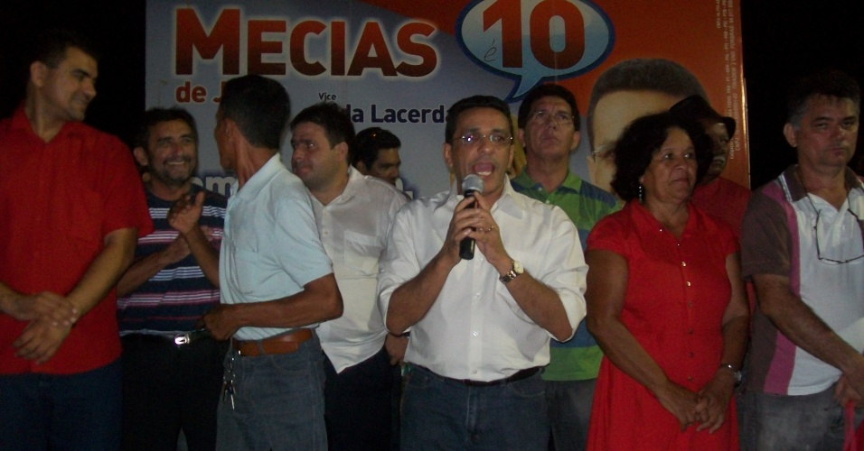 27.ago.2012 - O candidato do PRB à Prefeitura de Boa Vista, Mecias de Jesus, discursa durante encontro com eleitores no bairro Santa Luzia