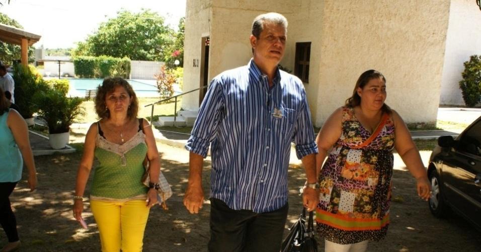 27.ago.2012 - O candidato do PSDB à Prefeitura de Fortaleza, Marcos Cals, visitou nesta segunda-feira o Centro de Recuperação para Dependentes Químicos Leão de Judá, no bairro Eusébio