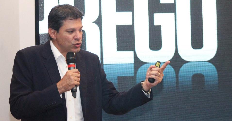 27.ago.2012 - O candidato do PT à Prefeitura de São Paulo, Fernando Haddad, participou de ciclo de debates promovido pela Apeop, Secovi, Sinaenco, Sinduscon e Instituto de Engenharia, realizado na Vila Mariana, na zona sul