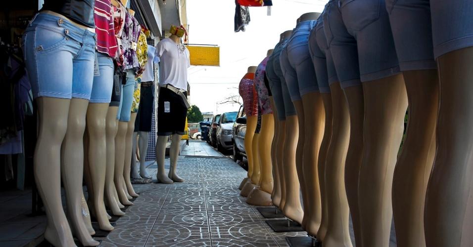 Comércio têxtil no centro da cidade de Simões Filho (BA)