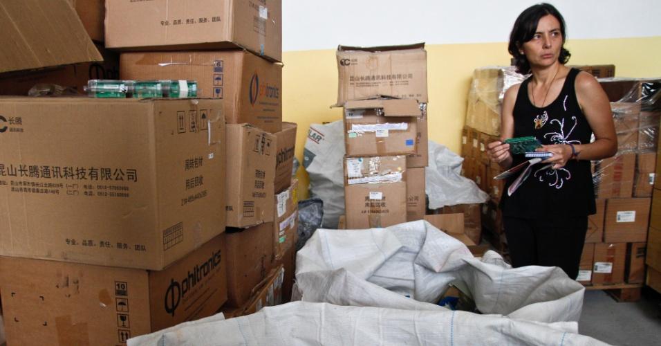 28.ago.2012 - A candidata do PPS à Prefeitura de São Paulo, Soninha Francine, visitou a sede da ONG Ecobraz, na Vila Santa Clara, zona leste da capital
