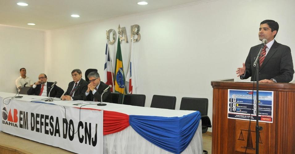 28.ago.2012 - O candidato do DEM à Prefeitura de Salvador, ACM Neto, participou de encontro promovido pela seccional baiana da Ordem dos Advogados do Brasil, na tarde desta terça