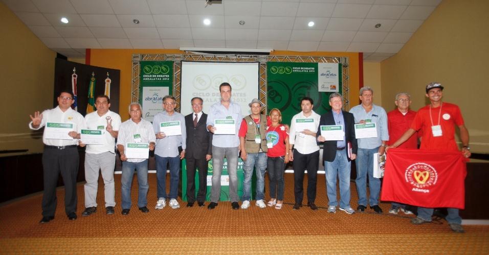 28.ago.2012 - Os candidatos à Prefeitura de Manaus participaram nesta terça-feira do Ciclo de Debates da Abralatas, no auditório do Ministério Público do Estado do Amazonas