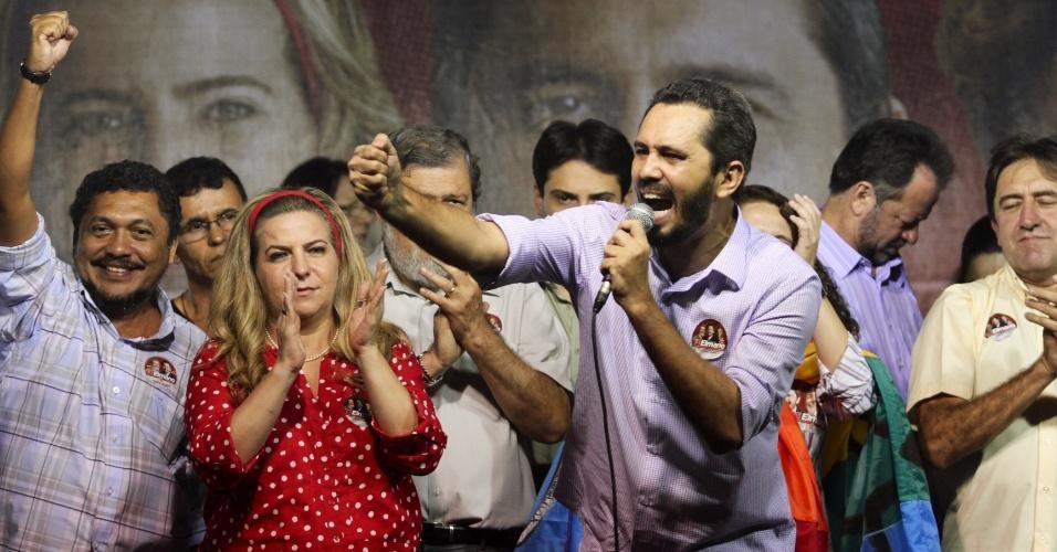 30.ago.2012 - O candidato do PT à Prefeitura de Fortaleza, Elmano de Freitas, discursa durante comício no bairro Antônio Bezerra