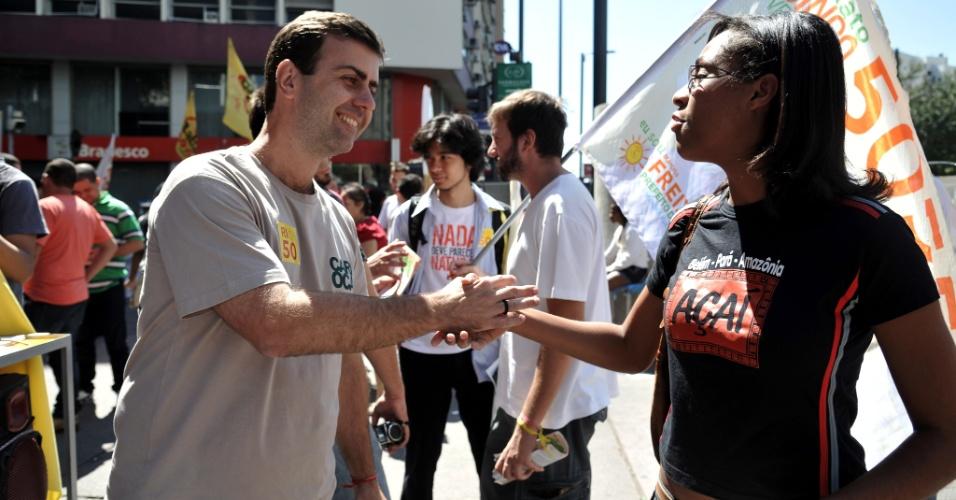 1º.set.2012 - O candidato do PSOL à Prefeitura do Rio, Marcelo Freixo, durante ato de campanha na praça Sans Peña, na Tijuca (zona norte)