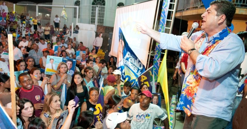 31.ago.2012 - O candidato do PSDB à Prefeitura de Cuiabá, Guilherme Maluf, durante comício no bairro Pedregal na noite de sexta-feira