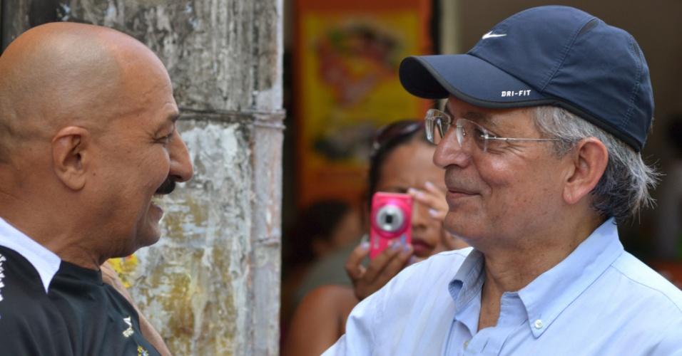 2.set.2012 - O candidato do DEM à Prefeitura de Manaus, Pauderney Avelino, durante caminhada pelas ruas do Coroado 3 neste domingo
