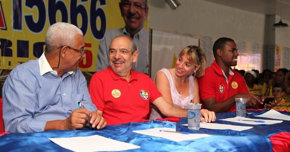 2.set.2012 - O candidato do PMDB à Prefeitura de Salvador, Mário Kertész, participa de evento no bairro do Guarani, na Liberdade, na manhã deste domingo
