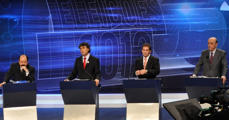 3.set.2012 - Os candidatos à Prefeitura de São Paulo, Levy Fidelix (PRTB), Carlos Giannazi (PSOL), Paulinho da Força (PDT) e José Serra (PSDB) participam do debate realizado pela Rede TV!, na noite desta segunda