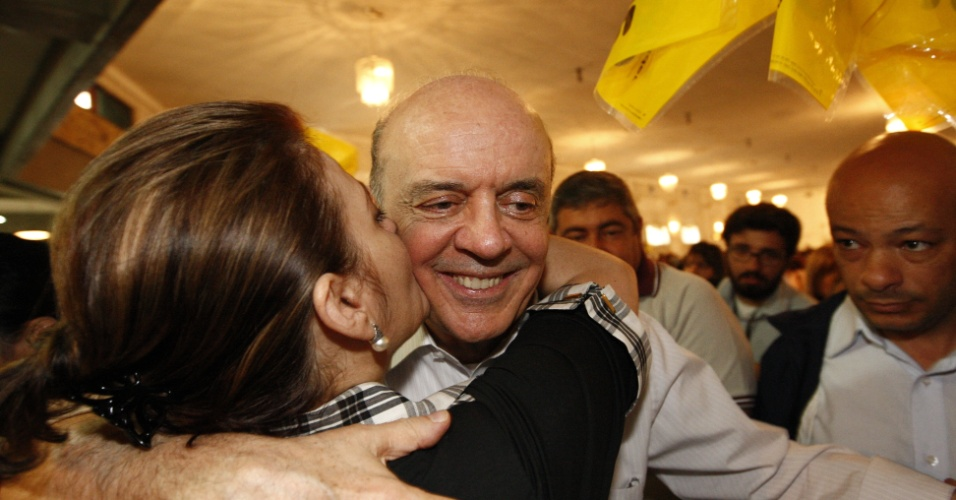 4.ago.2012 - O candidato à Prefeitura de São Paulo José Serra (PSDB) participou de um encontro com mulheres promovido por seu partido em uma casa de eventos, na zona leste