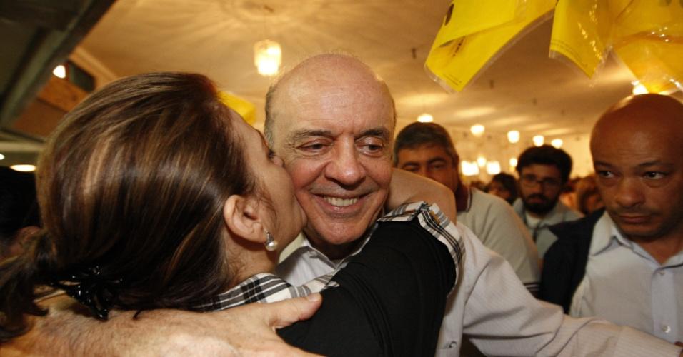 4.ago.2012 - O candidato à Prefeitura de São Paulo José Serra (PSDB) participou de um encontro com mulheres promovido por seu partido em uma casa de eventos, na zona leste