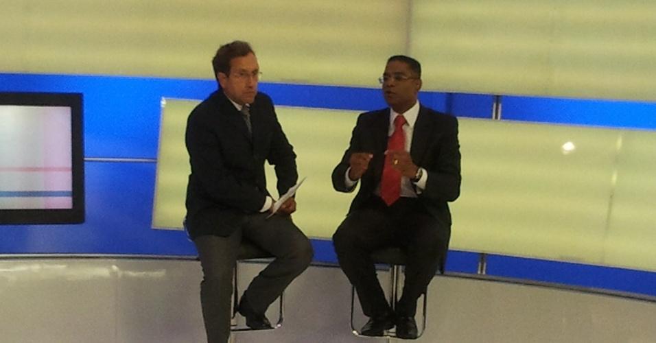 4.set.2012 - O candidato do PRB à Prefeitura de Salvador, Marcio Marinho (à dir.), concedeu entrevista à TV Aratu nesta terça-feira. Na ocasião, ele disse que o foco principal da sua gestão será a ação social