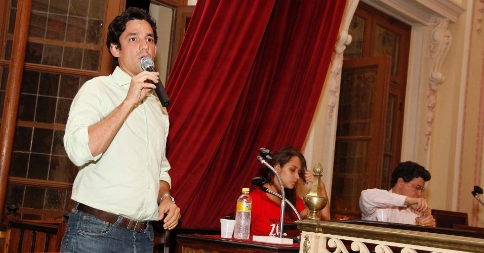 4.set.2012 - O candidato do PSDB à Prefeitura do Recife, Daniel Coelho, participou nesta terça-feira de debate promovido pelo Diretório Acadêmico da Faculdade de Direito da Universidade Federal de Pernambuco