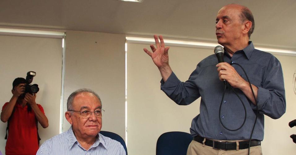 5.set.2012 - José Serra, candidato à Prefeitura de São Paulo pelo PSDB, participa de encontro no sindicato dos taxistas, na Vila Clementino, zona sul da capital