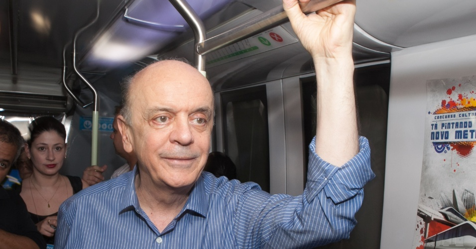 6.ago.2012 - O candidato do PSDB à Prefeitura de São Paulo, José Serra, visitou um protótipo do monotrilho na estação Vila Prudente do metrô, na zona leste